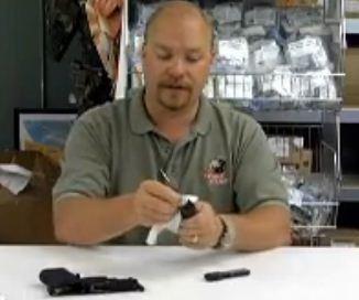 חברת אבטחה: ניקוי אקדח