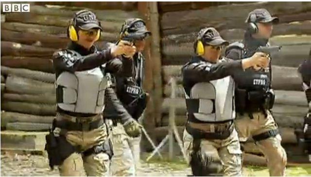 בני טל - מאבטחות חמושות בקולומביה